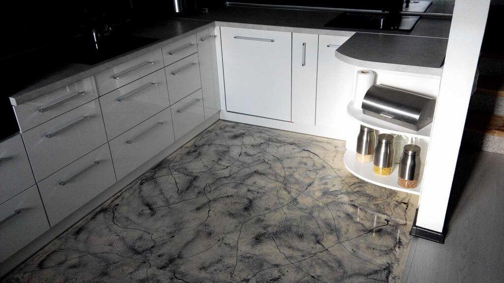 Bodenbeschichtung Küche in Marmor Optik